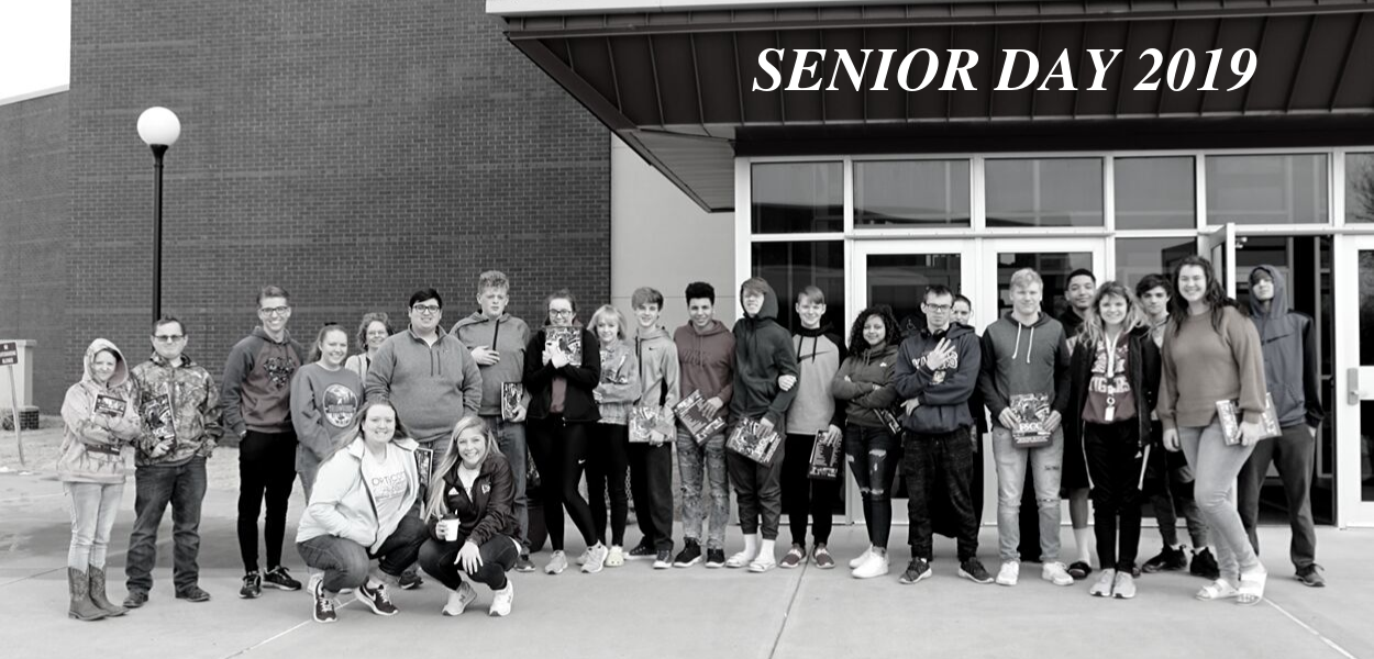 group of students standing in front of the Ellis Fine Arts Center with Senior Day 2019 written above them