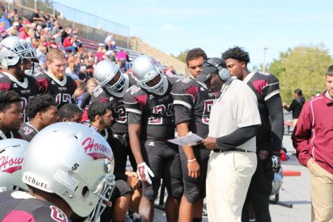 Jeff Kelly coaching at the 2015 Homecoming Game